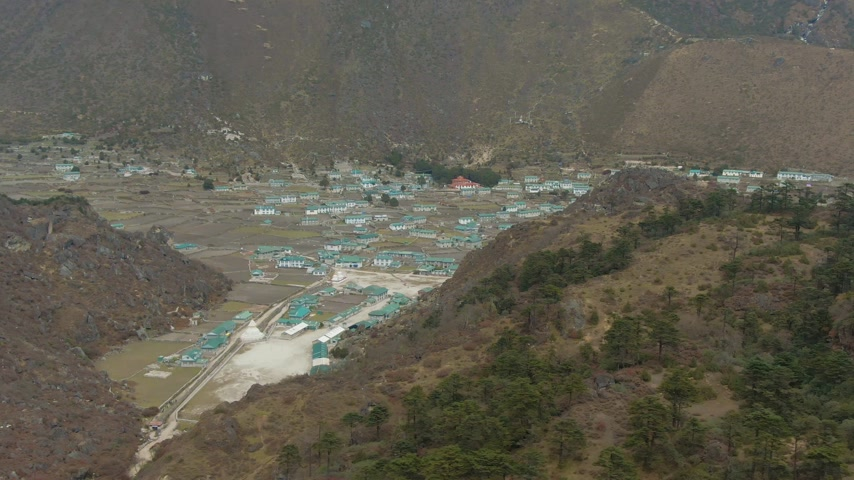 Khumjung Village. Khumbu, Himalaya, Nepal. Aerial View Drone is Orbiting Vídeos