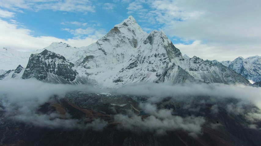Man on Summit of Nangartsang Looking on Ama Dablam Mountain. Himalaya, Nepal. Aerial View. Drone Flies Backwards Vídeos