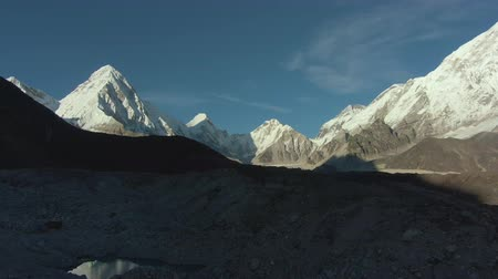 Pumori, Lingtren, Khumbutse and Nuptse Mountains at Sunny Day. Himalaya, Nepal. Aerial View. Drone Flies Sideways Vídeos