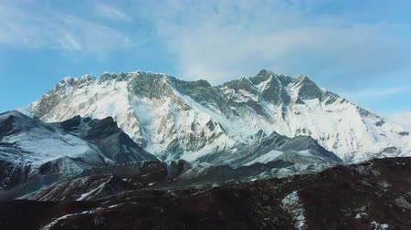 Nuptse Mountain and Lhotse South Face. Aerial View. Drone Flies Backwards Vídeos