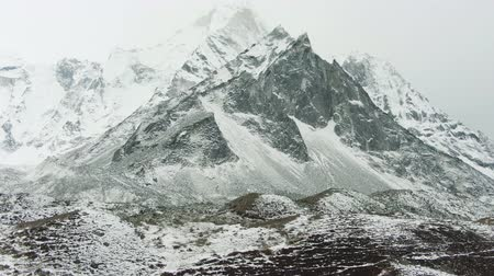 Ama Dablam Mountain on Cloudy Day. Himalaya, Nepal. Aerial View. Drone Flies Sideways, Tilt Up. Reveal Shot Vídeos