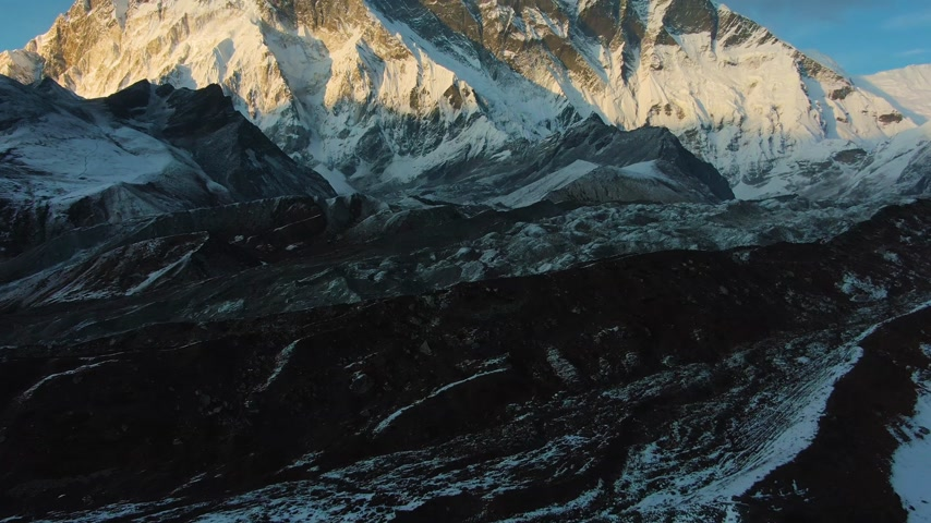 Nuptse Mountain and Lhotse South Face at Sunset. Himalaya, Nepal. Aerial View. Drone Flies Forward, Tilt Up. Reveal Shot Vídeos