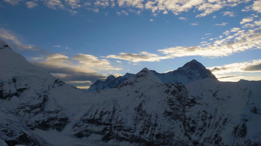 Makalu Mountain at Sunrise. View from Top of Island Peak. Himalaya, Nepal. Medium Panning Shot Vídeos