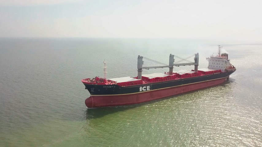 petroleiro : Aerial shot of big ship in sea