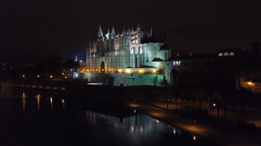 ゴシック : Aerial view at night. Palma Cathedral of Santa Maria at night in Palma Mallorca Spain