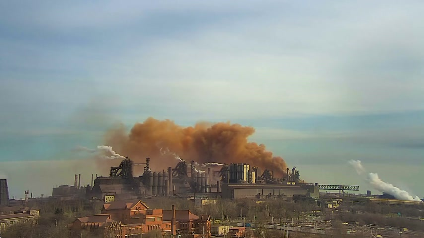 tvořit : Polluting factory at dawn, time-lapse