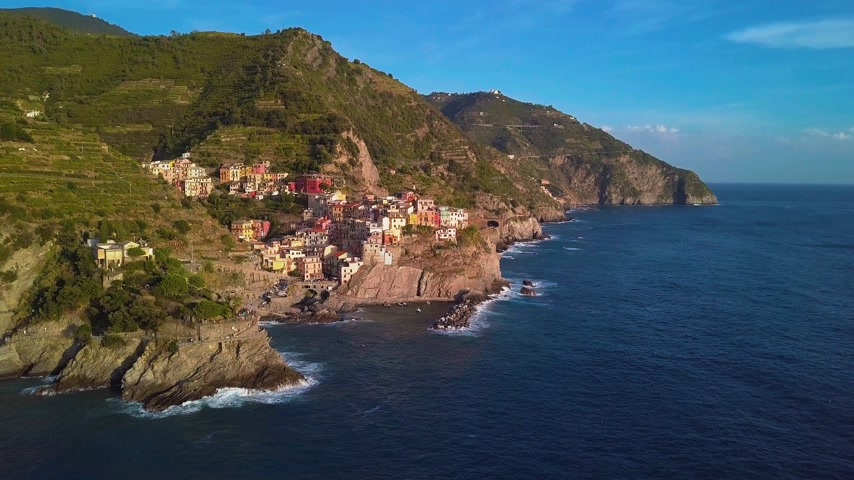 Средиземное море : Aerial view of Cinque terre, five lands