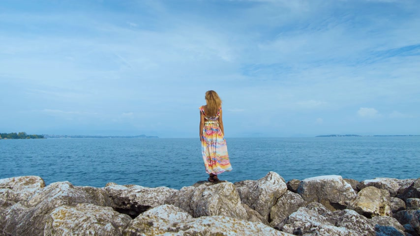 amalfi : girl in a beautiful dress is standing on the coast Stock Footage