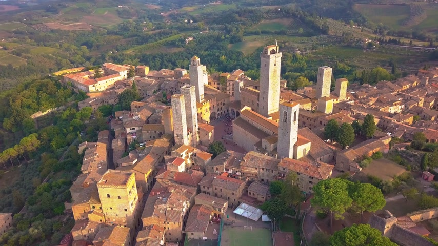 toscana : Drone aerial footage of the wonderful village of San Gimignano. A Unesco World Heritage. Tuscany, Italy