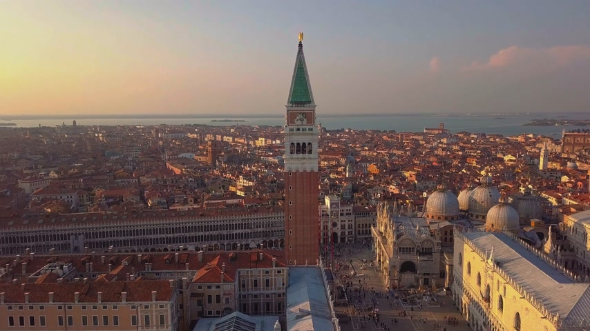 гондола : aerial orbit over san marco square at sunrise in venice italy