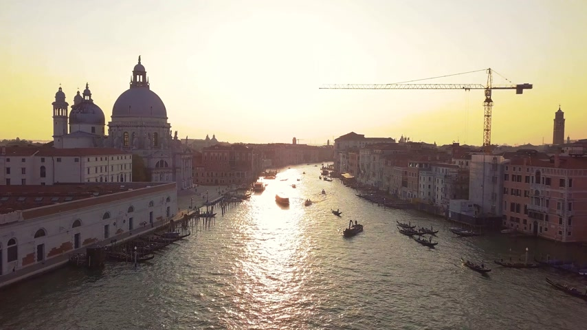 Мария : Panoramic aerial view of Venice,with rooftops, the sea at sunset, Veneto, Italy. Стоковые видеозаписи