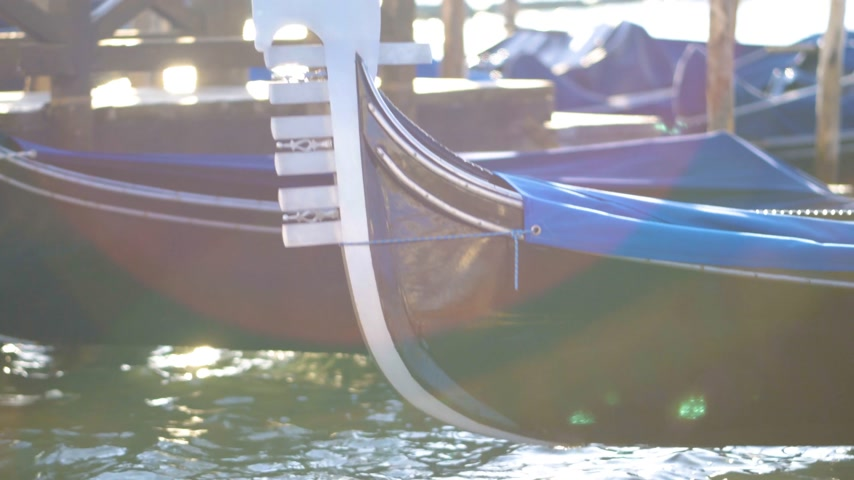 venezia : Beautiful sunny day blue sky in Venice, Italy, with gondolas in the canals Stock Footage