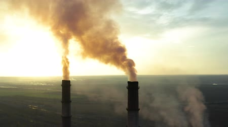 диоксид : Industrial zone with a large red and white pipe thick white smoke is poured from the factory pipe in contrast to the sun. Pollution of the environment: a pipe with smoke. Aerial view