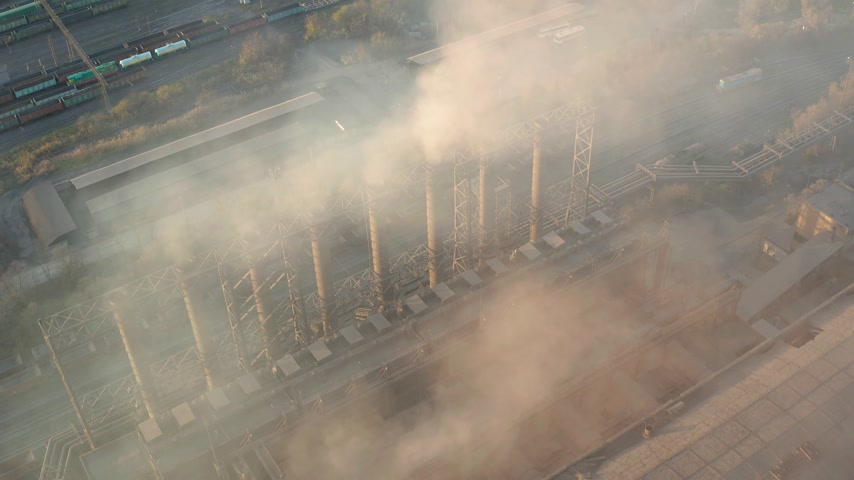 диоксид : Aerial view. Emission to atmosphere from industrial pipes. Smokestack pipes shooted with drone. Close-up. Стоковые видеозаписи