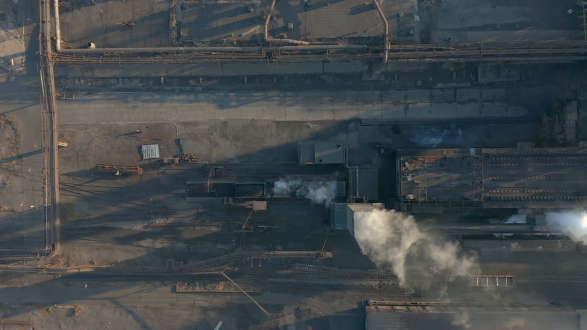 termal : Aerial view. Emission to atmosphere from industrial pipes