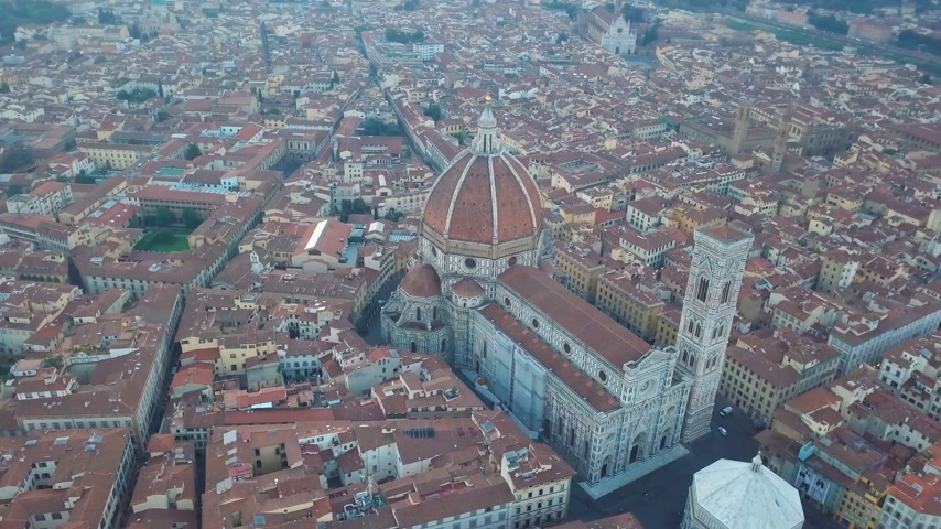 firenze : Aerial view on the city and Cathedral of Santa Maria del Fiore. Florence, Tuscany, Italy Stock Footage