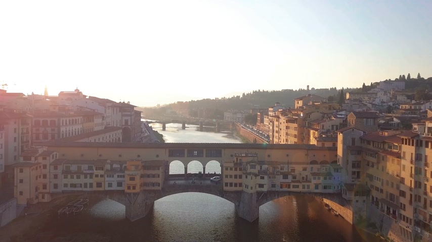 toscana : Aerial view. Florence Ponte Vecchio Bridge and City Skyline in Italy.
