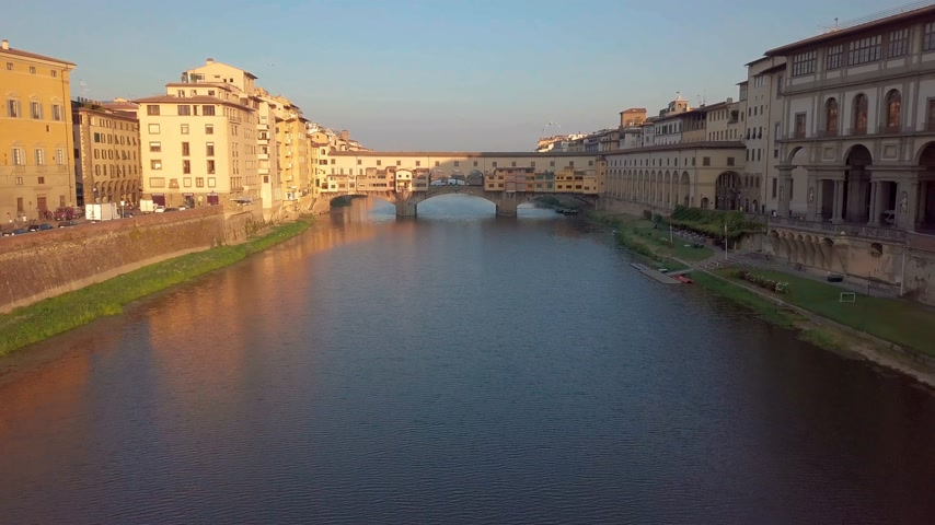 firenze : Aerial view. Florence Ponte Vecchio Bridge and City Skyline in Italy.