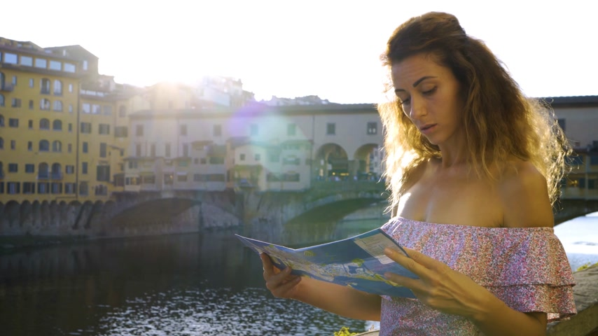 身なり : Young Lady Search Location On Florence City Map, Tourist Woman Lost In Town