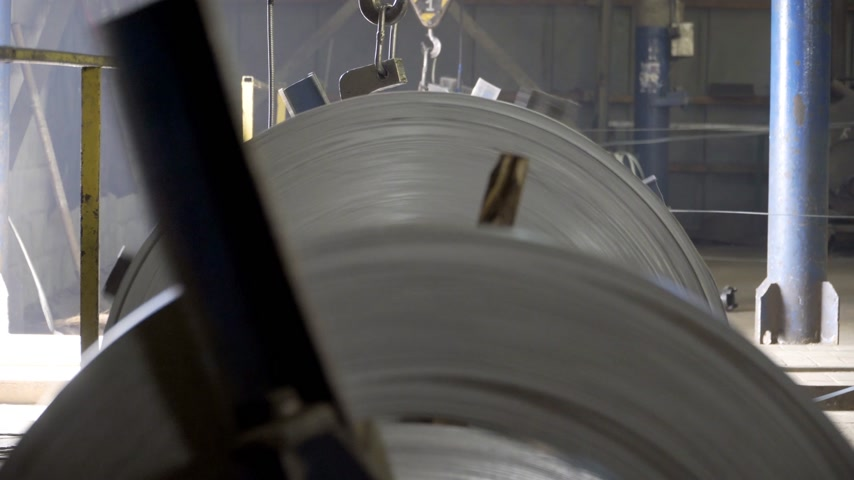 çinko : drum of rolling machine on a metal factory