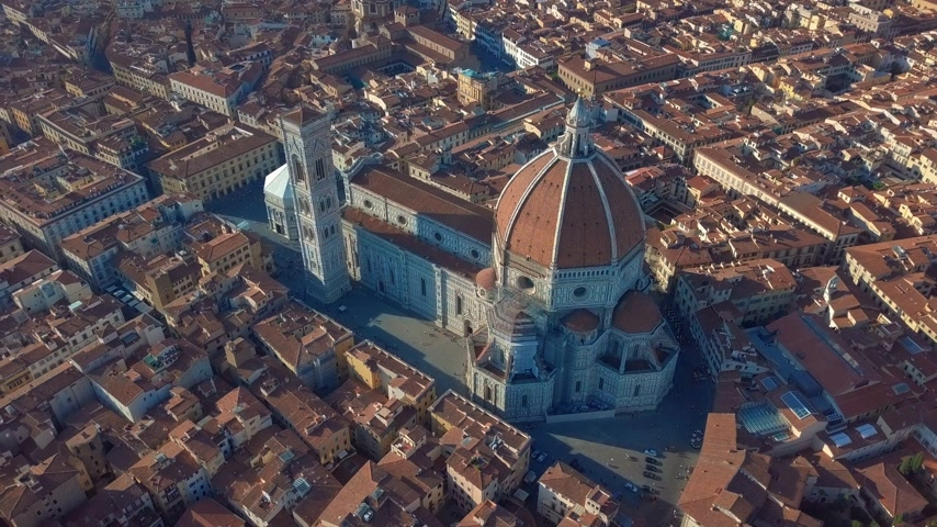 toskánsko : Aerial view of Florence, tuscany, Italy. Flying over the Florence roofs.