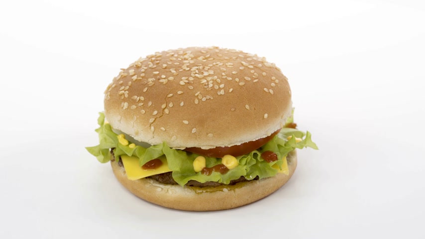 картофель фри : Rotation. Appetizing burger on a white background. Стоковые видеозаписи