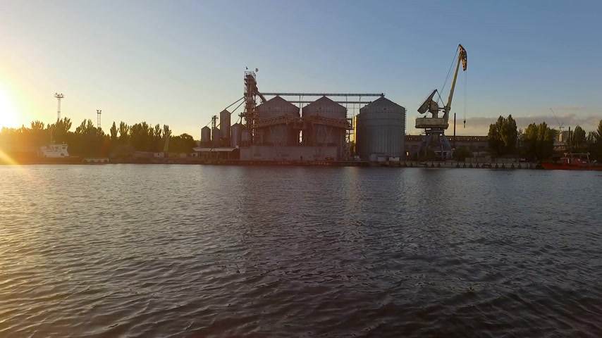 хранилище : Aerial view of wheat silo and ships in Seaport harbour sunrise drone footage