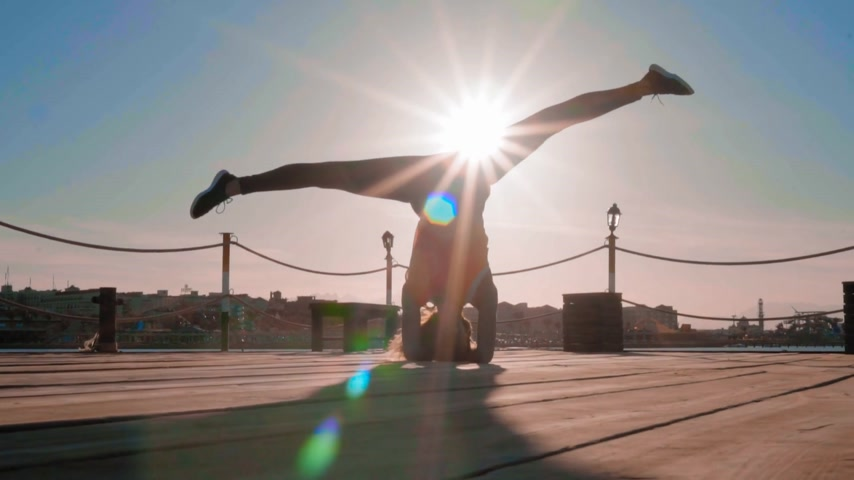 pozisyon : Girl Does a Headstand at Sunset Near the sea Stok Video