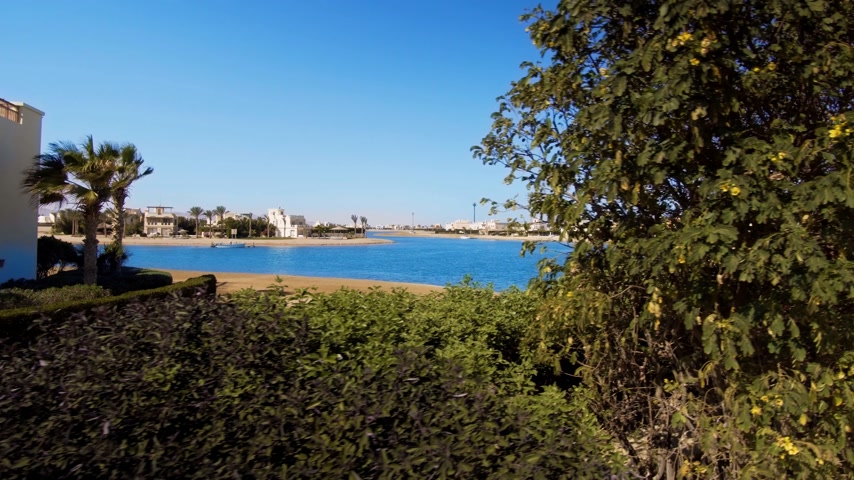 tocht : beelden van de moderne stad El Gouna in Egypte Stockvideo