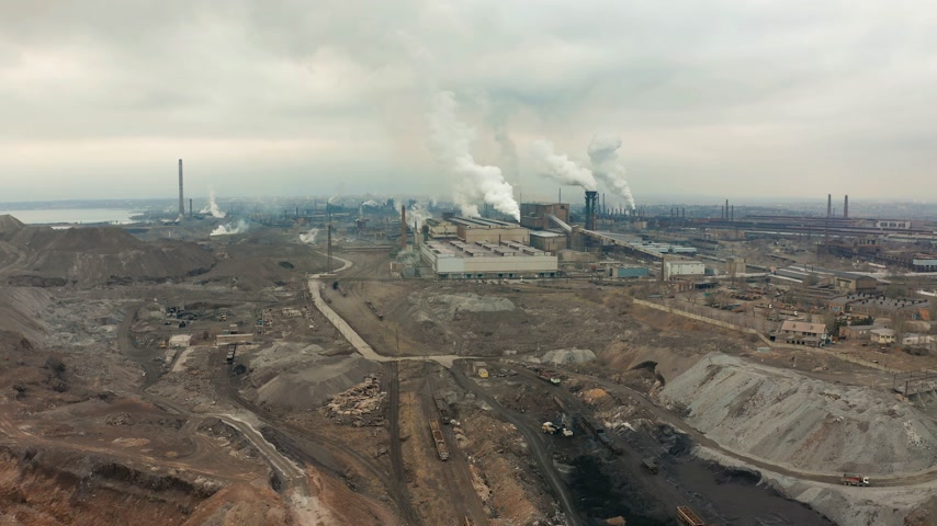 dioxid : Industrial zone with a large red and white pipe thick white smoke is poured from the factory pipe. Pollution of the environment: a pipe with smoke. Aerial view Stock mozgókép