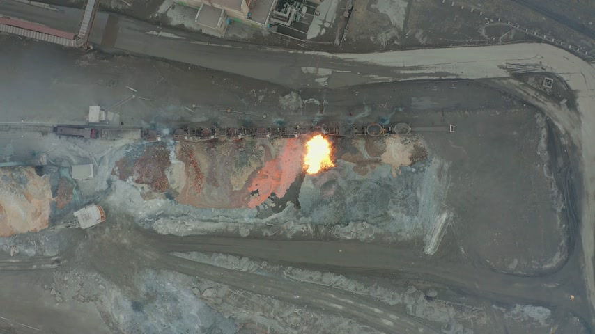 metallurgical plant : Pour molten slag from the diesel locomotive tank at a metallurgical plant. Aerial view Stock Footage