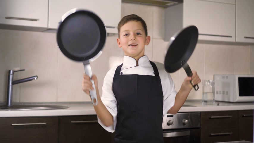 cazo : The little boy in a suit of the cook. Baby make dinner in chef suit