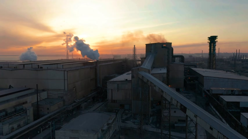 kimyasallar : Industrial zone with a pipes thick white smoke aerial view. Beautiful sunset skyline at background Stok Video