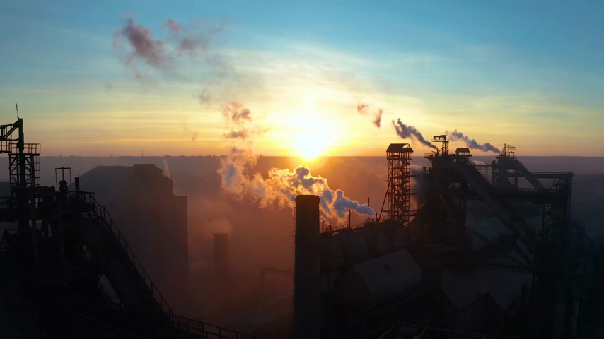 carbono : Aerial Forward Cityscape sunset Factory chimney smoke building steam thermal power plant. Factory production industrial profession ecology pollution Stock Footage