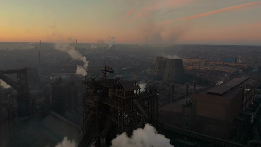 energia termica : Aerial Forward Cityscape sunset Factory chimney smoke building steam thermal power plant. Factory production industrial profession ecology pollution Archivo de Video