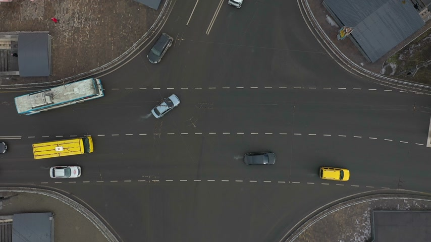 centrum : aerial shooting of traffic on big industrial city Dostupné videozáznamy