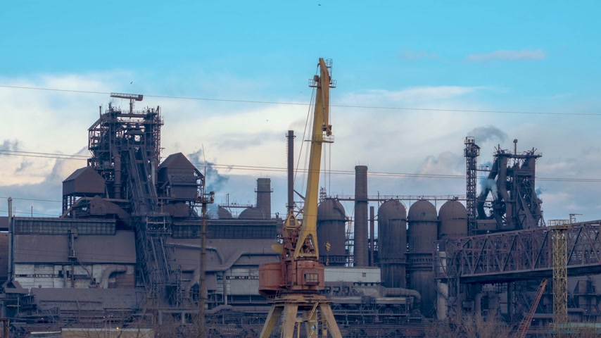 petroquímico : Industry factory at the cloudy time. Timelapse 4K