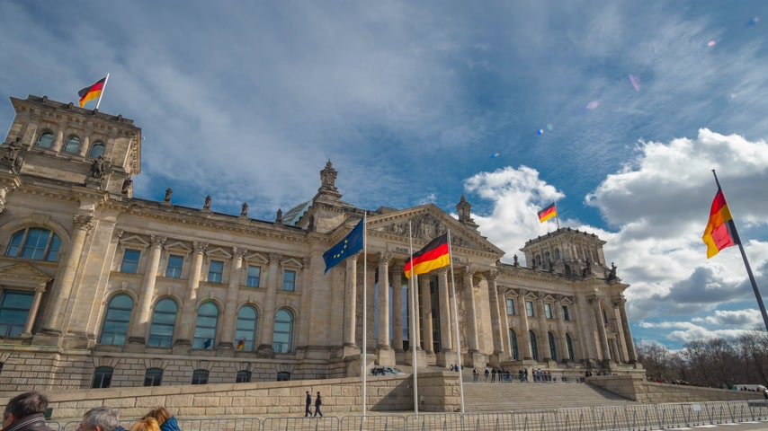 facciate : Timelapse. The famous building of the Bundestag is one of the symbols of Berlin