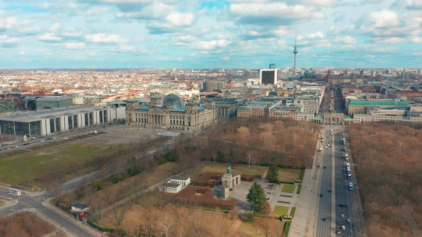 berlin skyline : Berlin Brandenburg Gate and Reichstag panorama. Aerial view Stock Footage