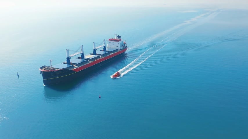 ithalat : AERIAL VIEW: Flying over massive ship filled moving in the quiet sea. Cargo being moved by large international cargo ship to final destination.