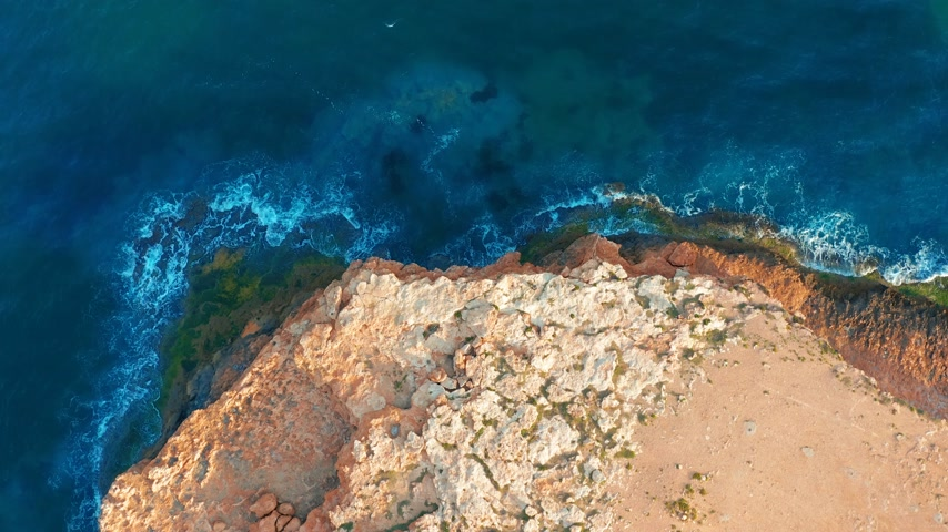 földközi tenger : 4k aerial view. down view moving forward over mediterranean coastline cliff edge with white sand and turquoise sea