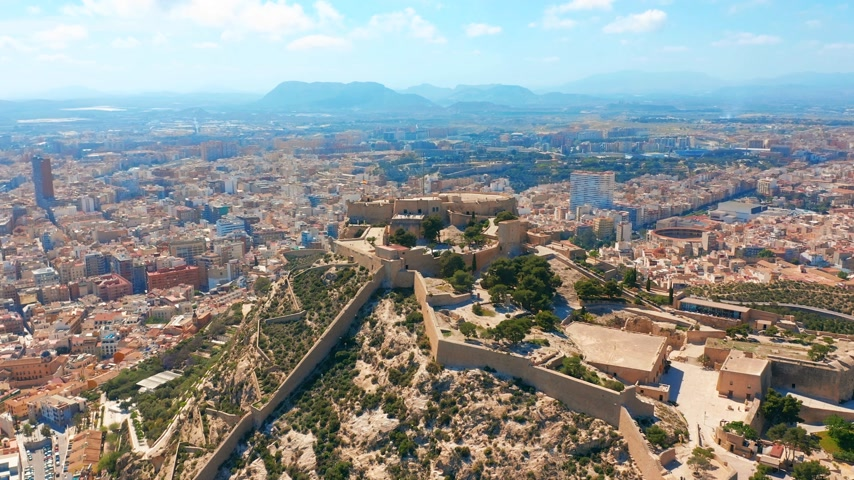 Валенсия : Aerial view of the Santa Barbara castle in Alicante, Spain. Стоковые видеозаписи