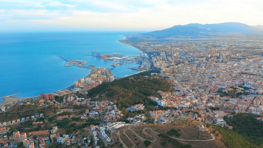 Андалусия : Aerial view of Malaga Costa del sol with the sea and mountains surrounding it.