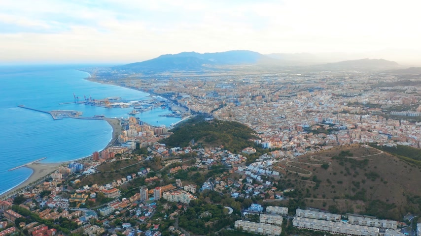 コスタ : Malaga, Spain. A panorama shot by a drone over Malaga. City buildings and seaside view. Ships and port.