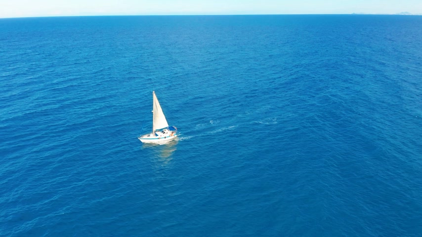magnífico : Yacht sailing on opened sea. Sailing boat. Yacht seen from drone. Yachting, aerial 4k. Vídeos