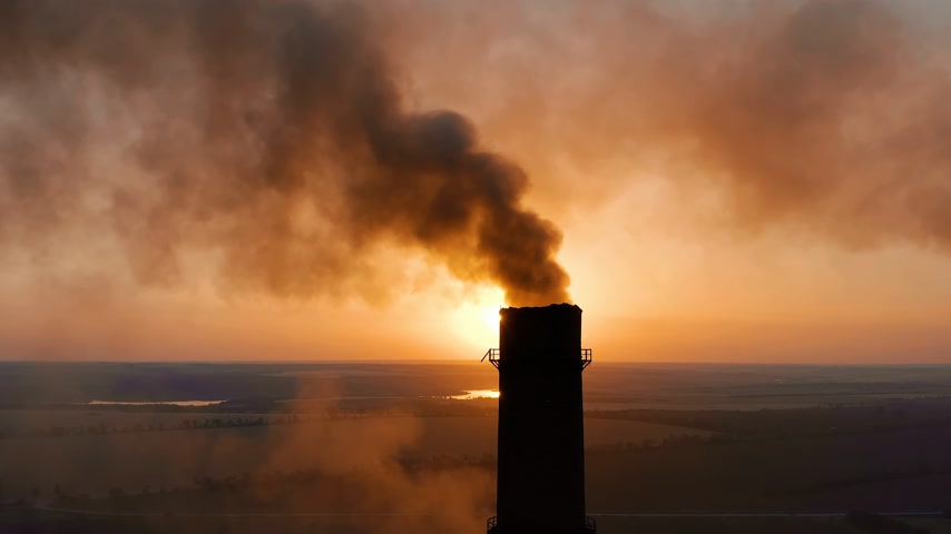 dioxid : Pipes with smoke: industrial production. Thick smoke comes from industrial chemney. Concept air pollution.