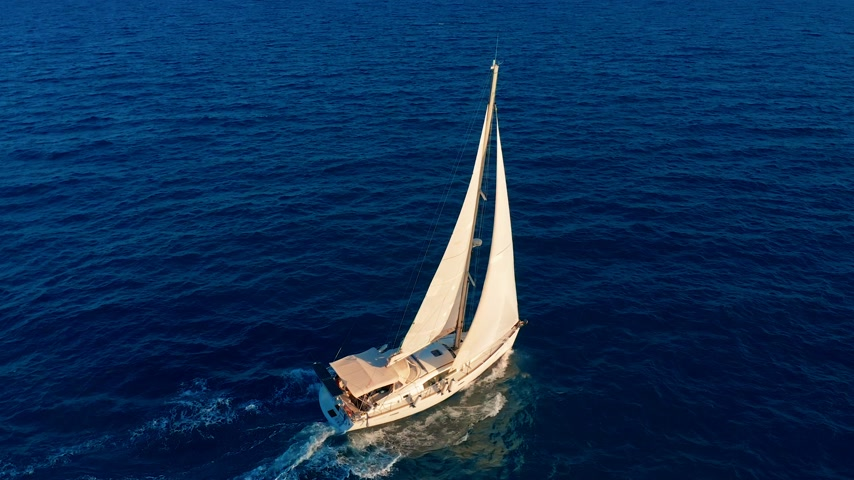 denizciler : Aerial view. Beautiful view of Yacht saile in open sea. Stok Video