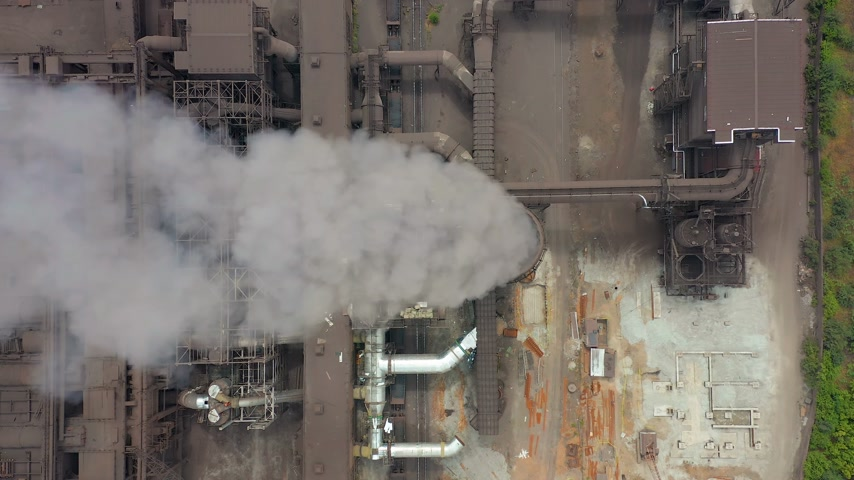 trąbka : Aerial view. Dirty smoke and smog from pipes of steel factory and blast furnaces. Wideo
