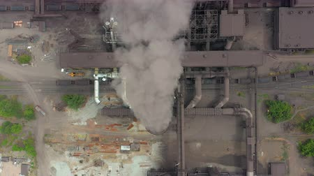 dioxid : Top view of the metallurgical plant. Smoke coming out of factory pipes.