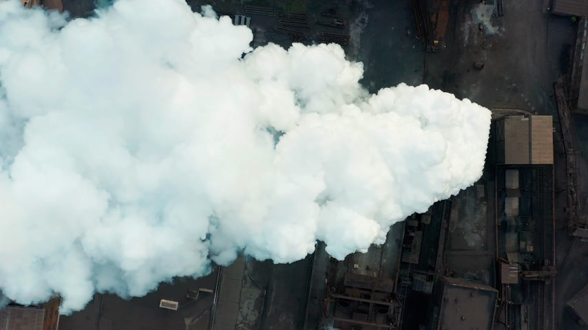 výfuk : Aerial view. Industry Pipe Pollute the Atmosphere With Smoke, Ecology pollution, Industrial factory pollutes, smoke stacks.